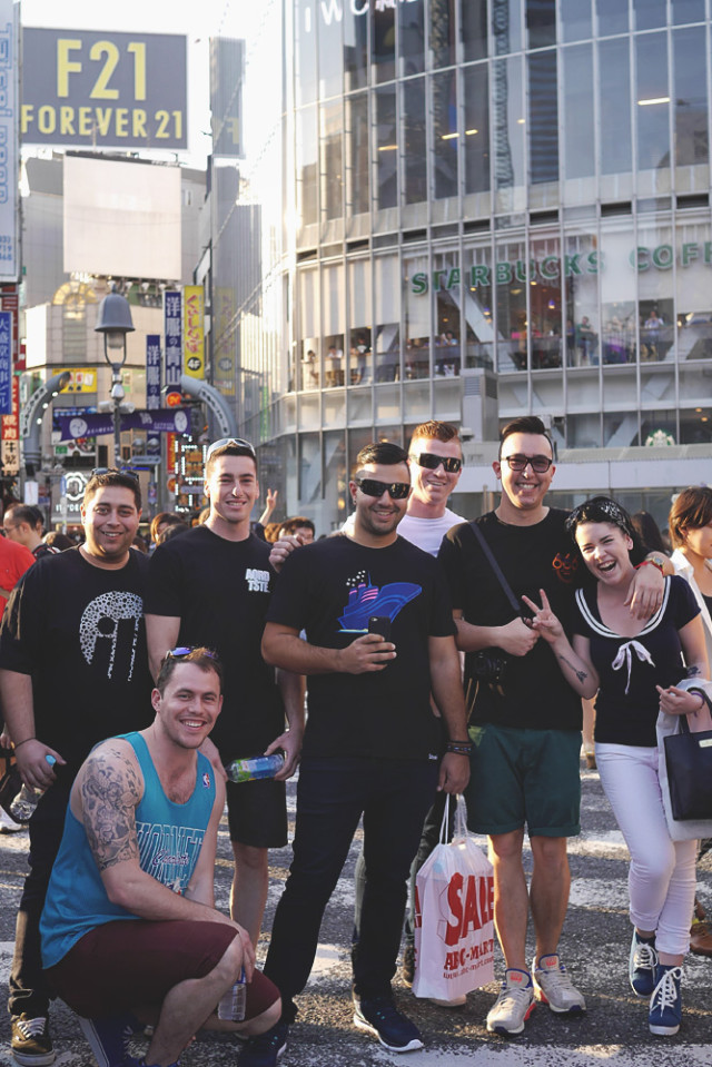 crew_shibuya_crossing