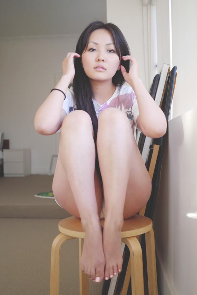 rosamina_bold_window_stool1