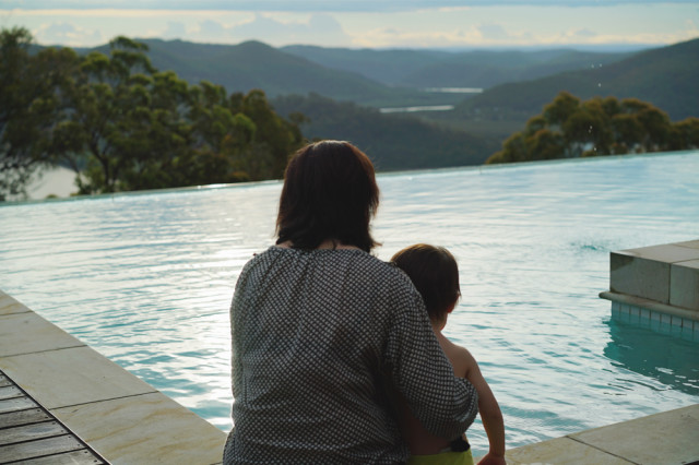 mountwhite_mum_miles_pool