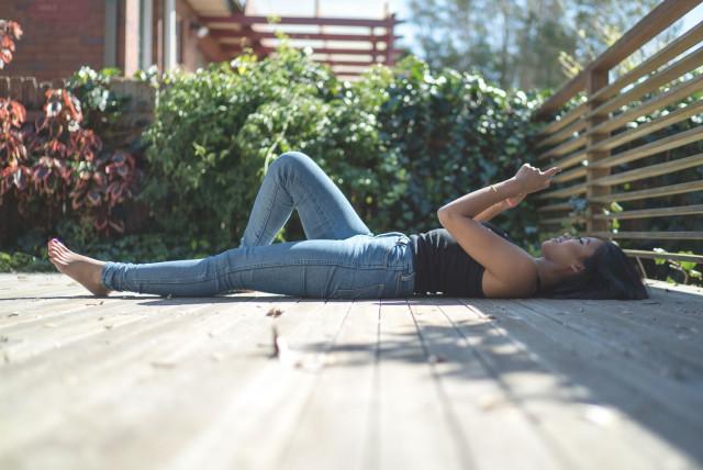 lily_deck_lyingdown