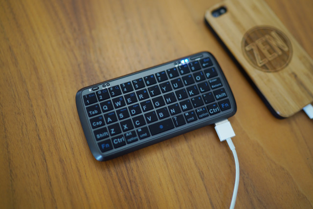 mobilezap_Mini_Bluetooth-Keyboard_PowerBank