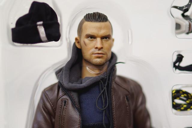 division_agent_figurine