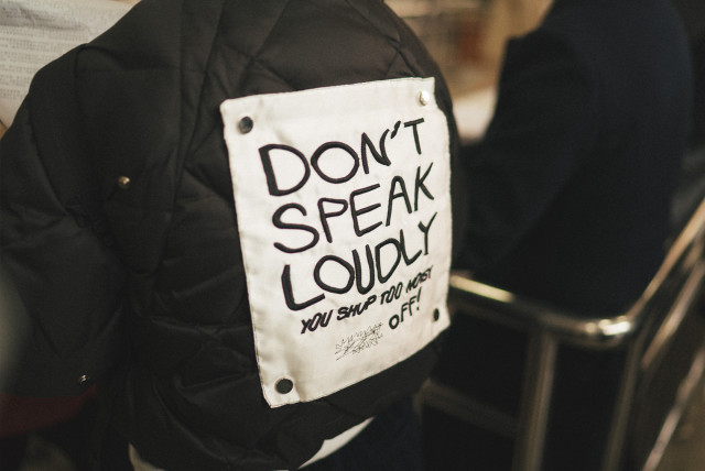 speakloudly