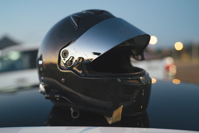 whiteline_rally_helmet