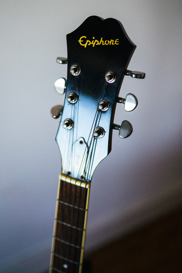 Epiphone_DR-200S_headstock